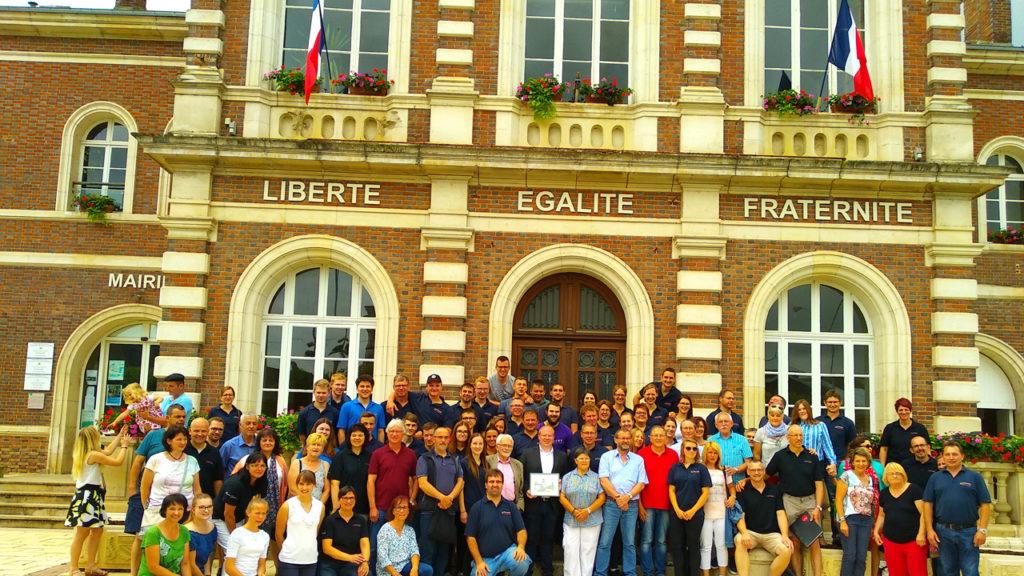 Gruppenbild vor dem Rathaus in Aix-en-Othe
